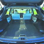 Otras características notables de un Nissan Rogue Sport SL cargado con los paquetes Premium y Platinum incluyen luces LED automáticas, faros antiniebla, techo solar, llantas de aleación de 19 pulgadas, espejos con calefacción, arranque remoto, entrada sin llave y encendido por pulsador, zona dual Climatización automática, volante con calefacción de cuero, asientos delanteros con calefacción, superficies de asientos de cuero perforadas, control de iPhone Siri Eyes Free, navegación activada por voz y telemática de emergencia y conveniencia NissanConnect.