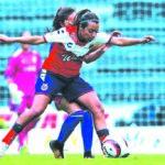 """Foto por Agencias La jugadora de """"La Máquina"""", Sabina Velázquez, aseguró que el coleagiado les pidió que se dejaran anotar un gol."""