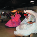 El Ballet Folclórico Las Chiquillas de Walla Walla llegaron al salón de los Terrenos de Feria en Kennewick debajo de demanda popular del publico de                     los Tri-Cities y bailando con la música autentica mexicana y los bailes                           típico mexicano.