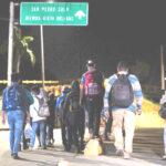 Foto por Agencias Caravana migrante regresa a Honduras después de intentar pasar por la frontera con Guatemala rumbo a Estados Unidos.