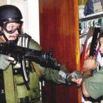 Foto por Agencias En esta fotografía de archivo del 22 de abril de 2000 del reportero gráfico de AP Alan Díaz, Elián González es retenido en un armario por Donato Dalrymple